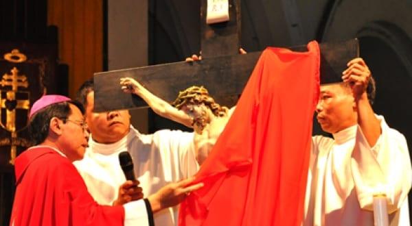 Tại sao lại che phủ các thánh giá và các ảnh tượng trong tuần cuối mùa Chay?