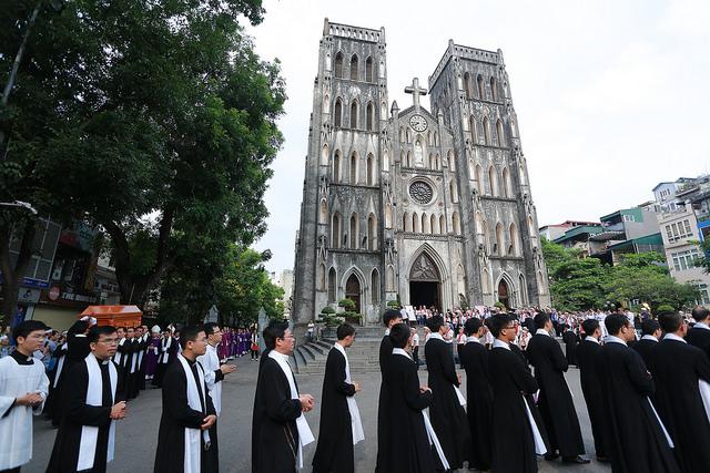 Thánh lễ an táng linh mục Giuse Nguyễn Quốc Hùng