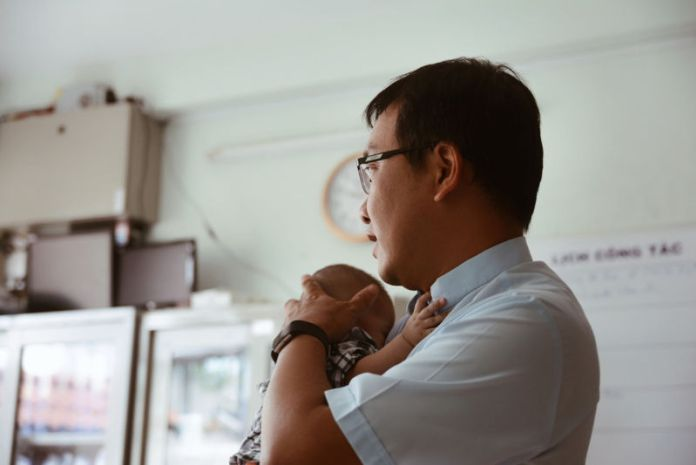 Vị linh mục cả đời đi 'mua lại' những em bé bị nhiễm HIV