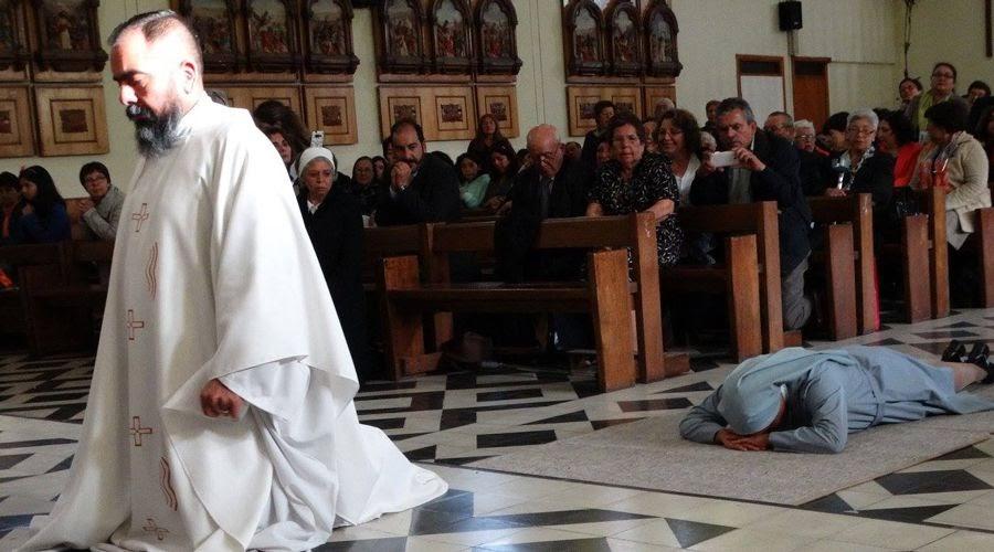 Cặp song sinh được dâng cho Đức Mẹ khi còn bé nay trở thành linh mục và nữ tu