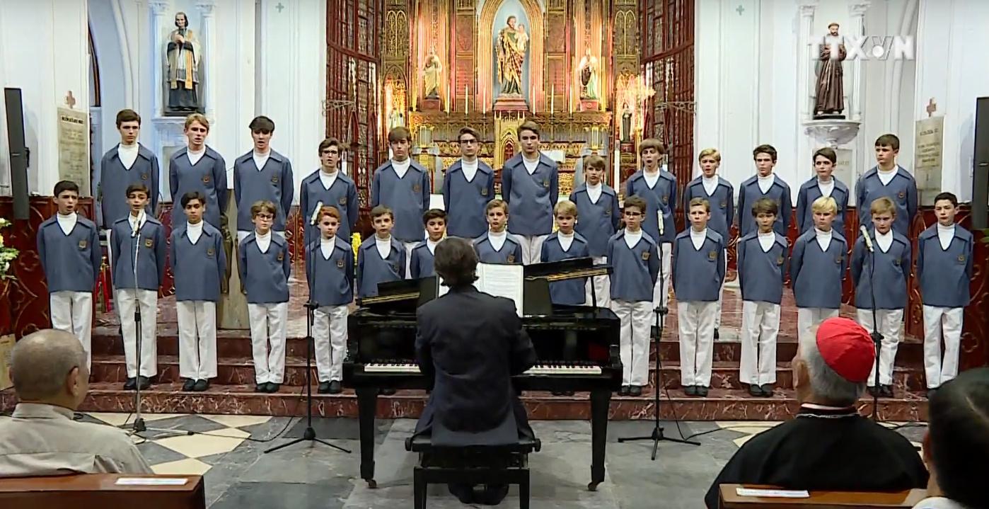 Dàn hợp xướng nổi tiếng thế giới Monaco Boys Choir biểu diễn tại Nhà thờ Chính Tòa Hà Nội