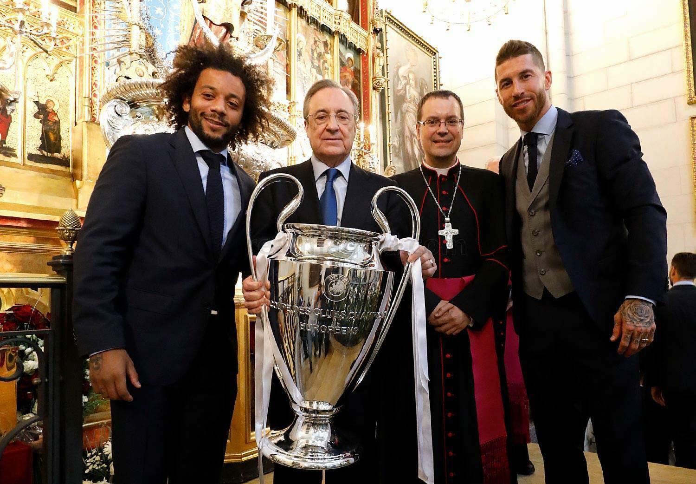 đội bóng Real Madrid vừa đến tạ ơn Chúa tại nhà thờ Chánh Toà Almudena
