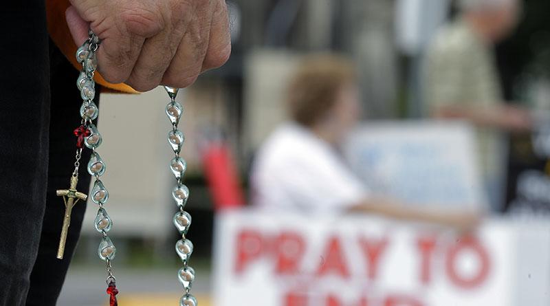 Hàng ngàn người Công giáo lần hạt Mân Côi quanh bờ biển nước Anh
