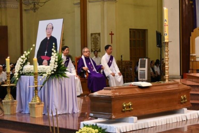 Thánh lễ cầu nguyện cho Đức Tổng Giám Mục Phaolô tại Nhà Thờ Chánh tòa Sài Gòn