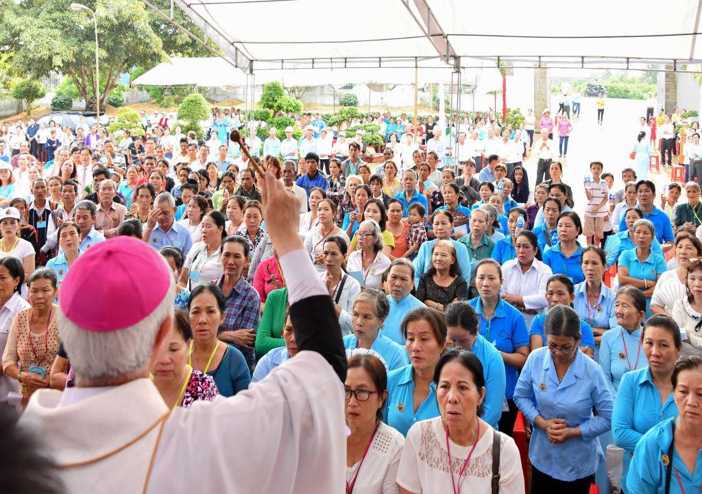 Thánh lễ Tạ Ơn Thánh Hiến Nhà Thờ và Bàn Thờ mới kết thúc Đại Hội Đức Mẹ Hằng Cứu Giúp Miền Nam 2018
