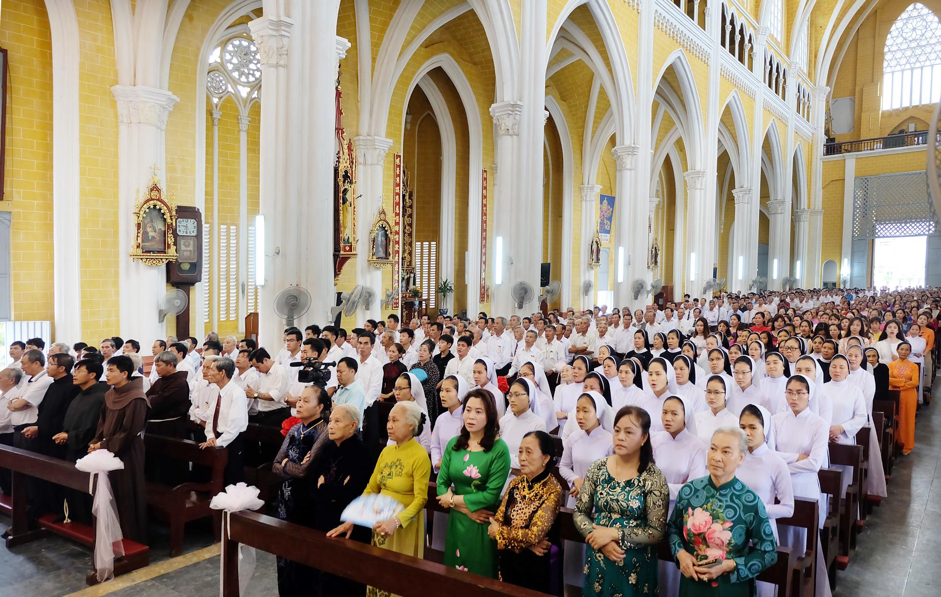 5 lợi ích sức khoẻ bất ngờ của việc tham dự Thánh lễ