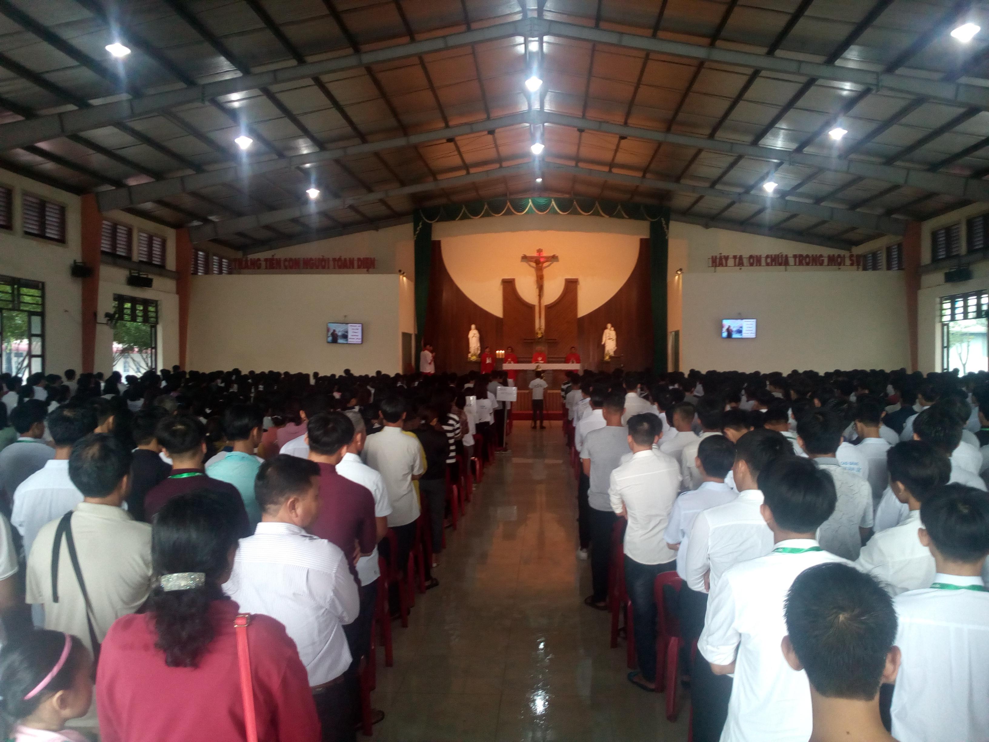 Trường Cao đẳng Hòa Bình Xuân Lộc đón tiếp sinh viên Học sinh chuẩn bị khai giảng năm học mới 2018-2019